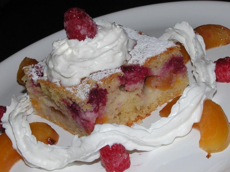 Ovocný koláč se zakysanou smetanou