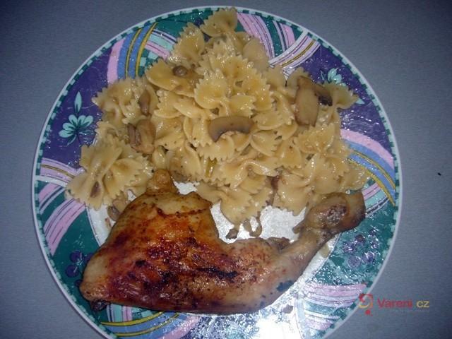 Žampionové těstoviny s kuřátkem