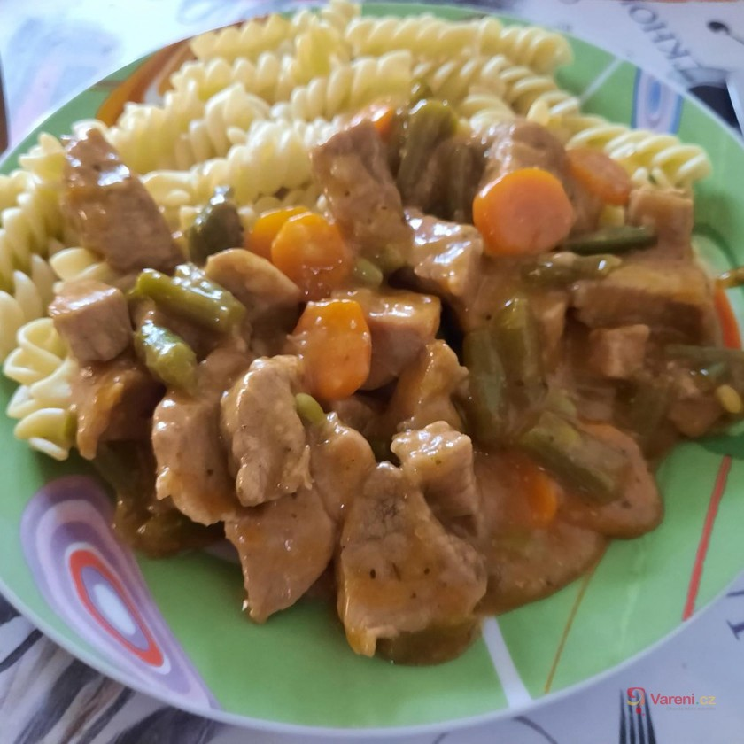 Vepřové nudličky s fazolkami a mrkví