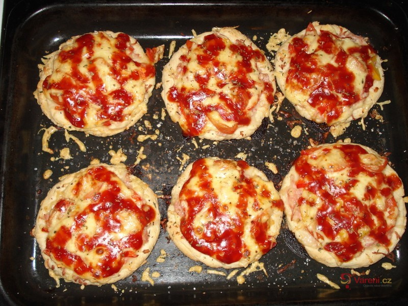 Mini pizza se sýrem