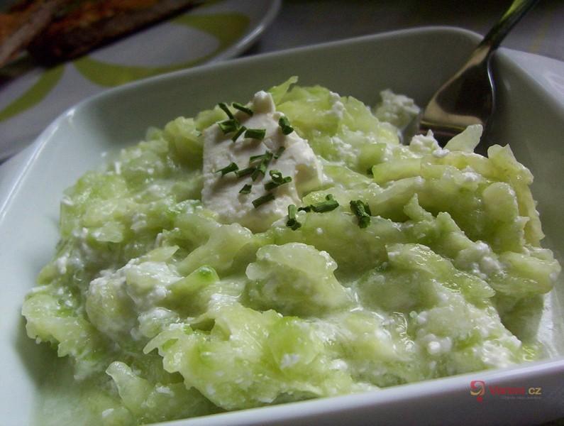 Balkánský okurkový salát