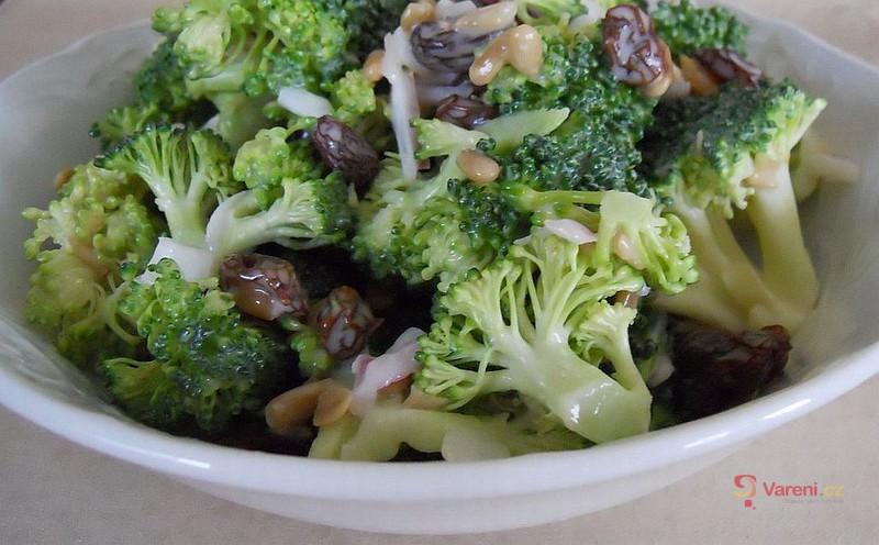 Brokolicový letní salát