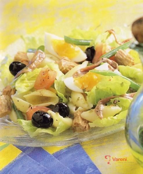 Salát s olivami a tuňákem