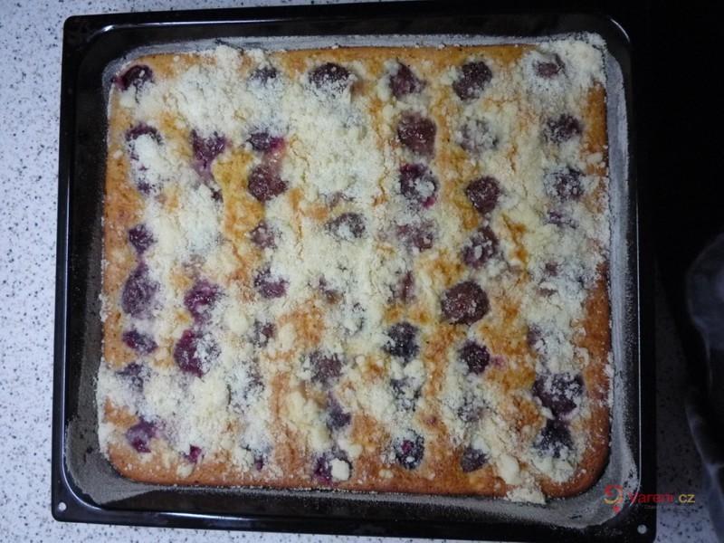 Hrnkový švestkový koláč