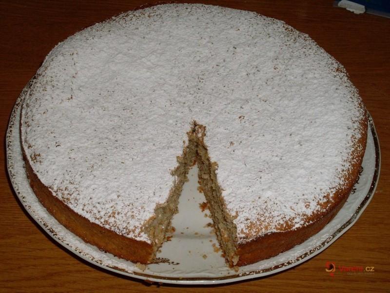 Jablečný ořechový koláč