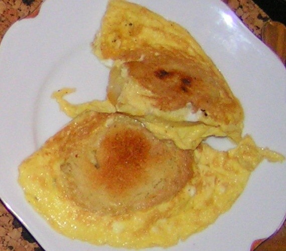 Knedlík ve vajíčku se slaninou