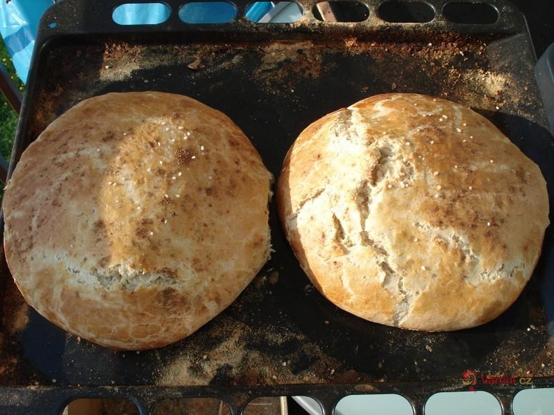 Domácí chléb s bazalkou