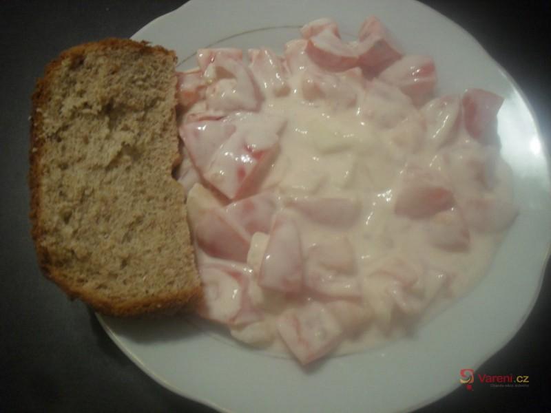 Bílý rajčatový salát