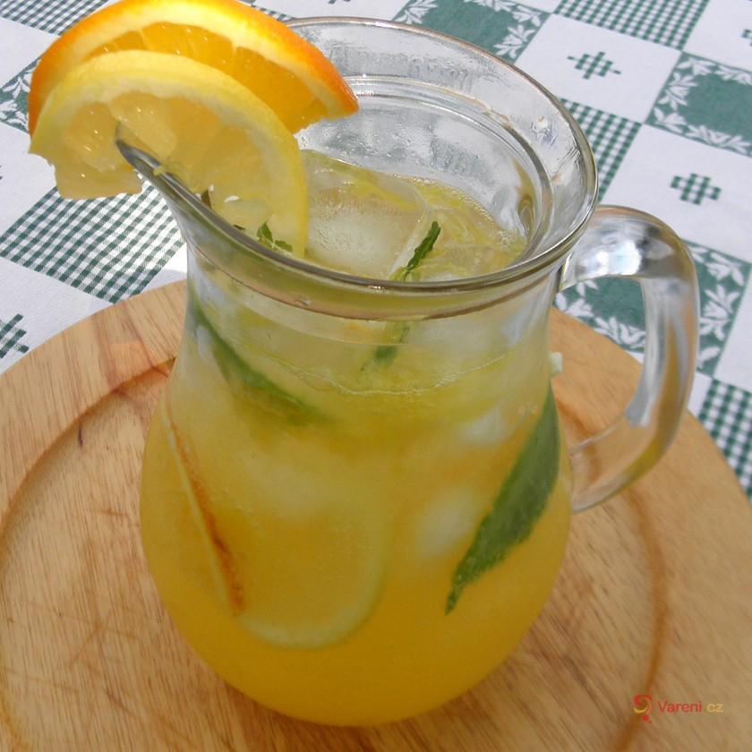 Domácí limonáda s mátou