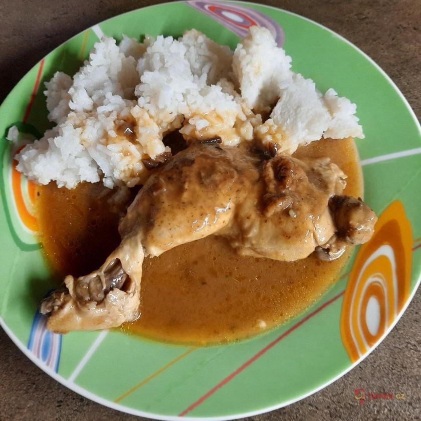 Kuřecí stehna na divoko s rýží