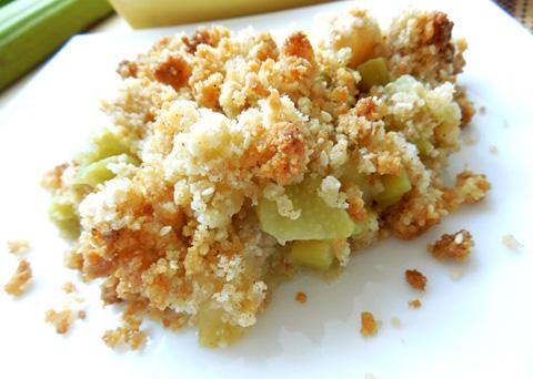 Recept na rebarborovo-jablečný crumble krok za krokem