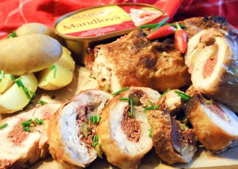 Recept na kuřecí roládu s mandlovou paštikou