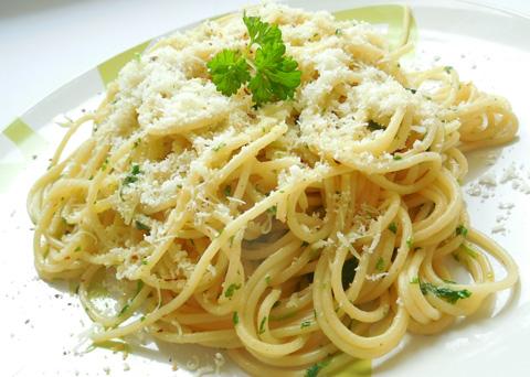 Recept na špagety aglio olio e peperoncino krok za krokem