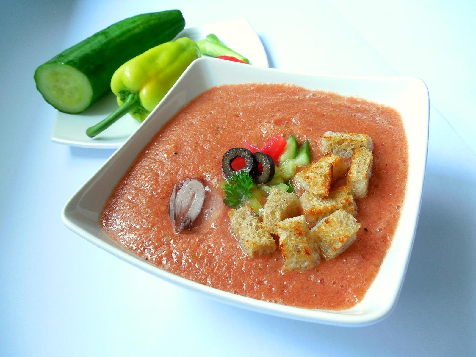 Recept na studenou polévku gazpacho krok za krokem