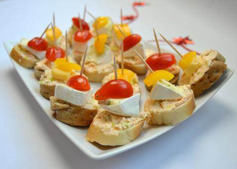 Recept na jednohubky s pikantní sýrovou pomazánkou krok za krokem