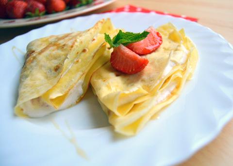 Recept na palačinky se smetanovo-jahodovou náplní krok za krokem