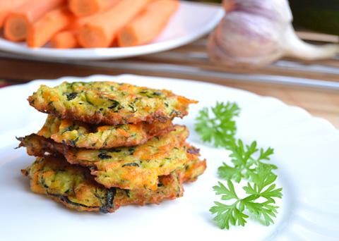 Recept na cuketovo-mrkvové placičky krok za krokem