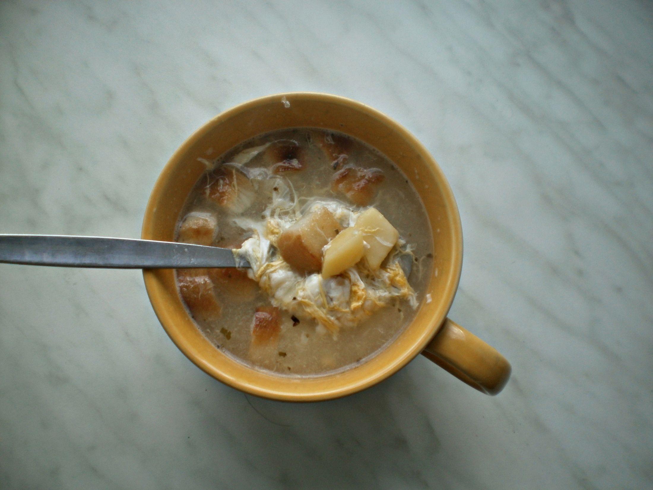 Recept Česnečka se sýrem - Můj první pokus. Česnečka byla výborná! Vřele doporučuji :)