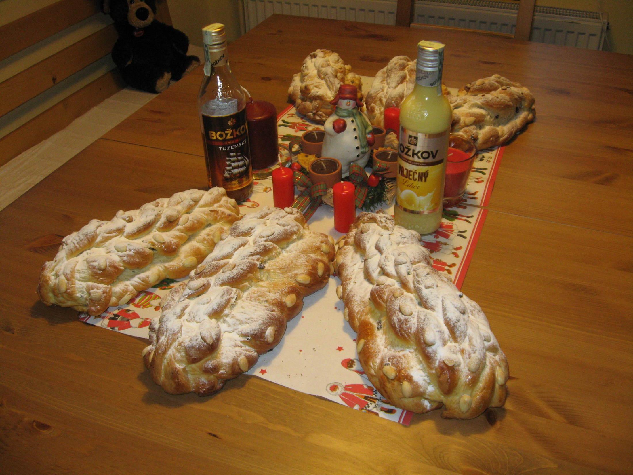 Recept Vánočka mojí babičky - Nejlepší recept na vánočky,dělám je už hodně dlouho a jen se po nich zapráší.