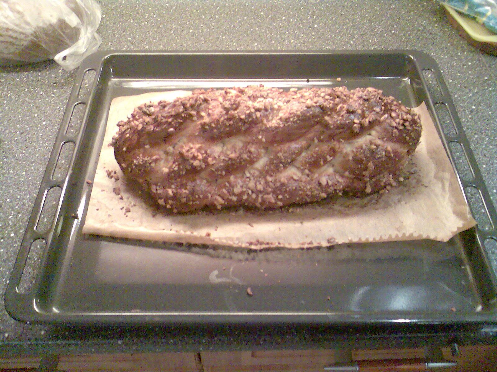 Recept Vánočka mojí babičky - Vánočka mojí babičky - navrch jsem ji posypala drcenými vlašskými ořechy.