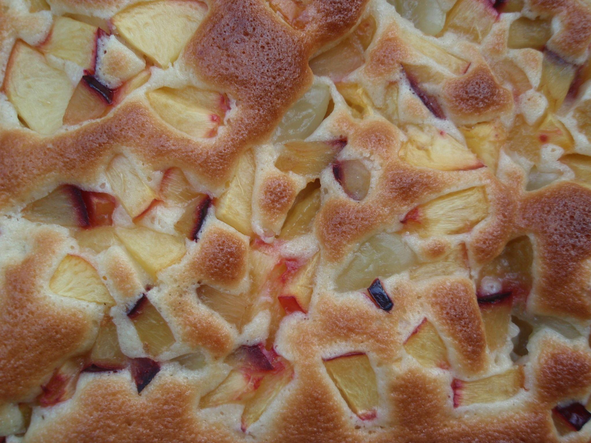 Recept Hrníčková buchta s ovocem - a takhle vypadala vyndaná z trouby... ještě teď cítím tu vůni :)