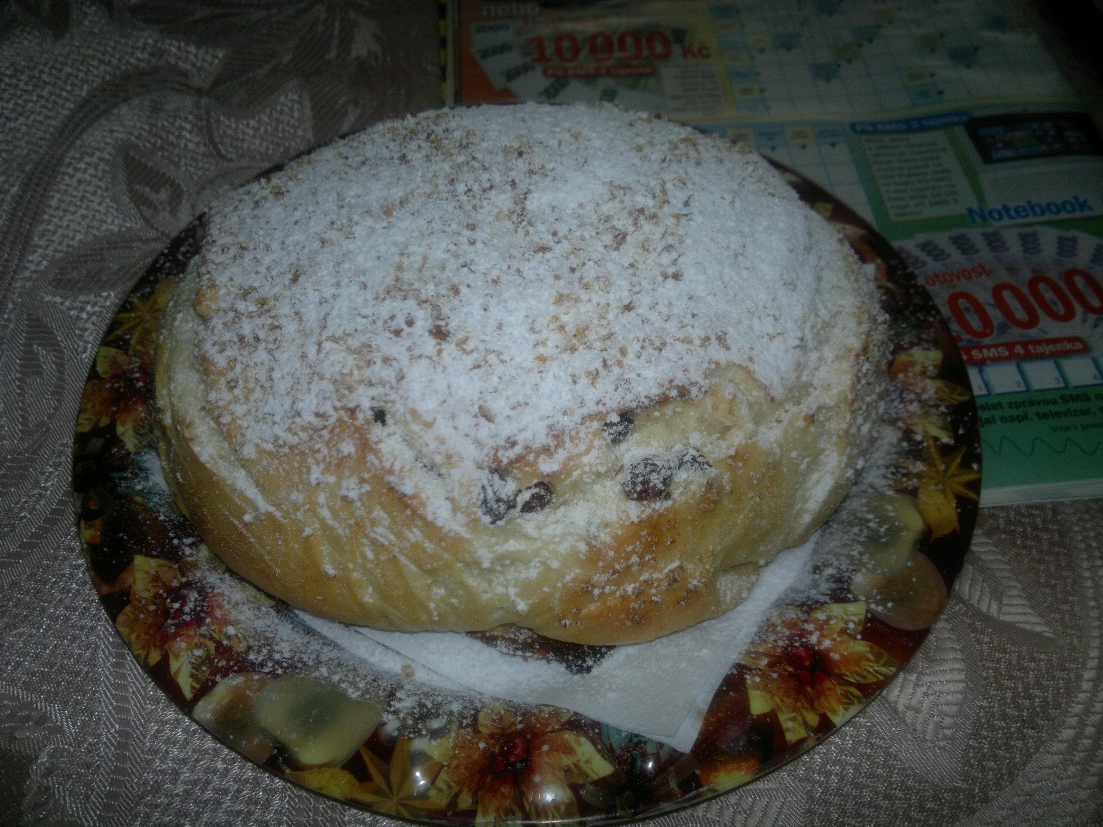 Recept Babiččin mazanec - Bochánek-rozinky a citronová kůra s mátou...