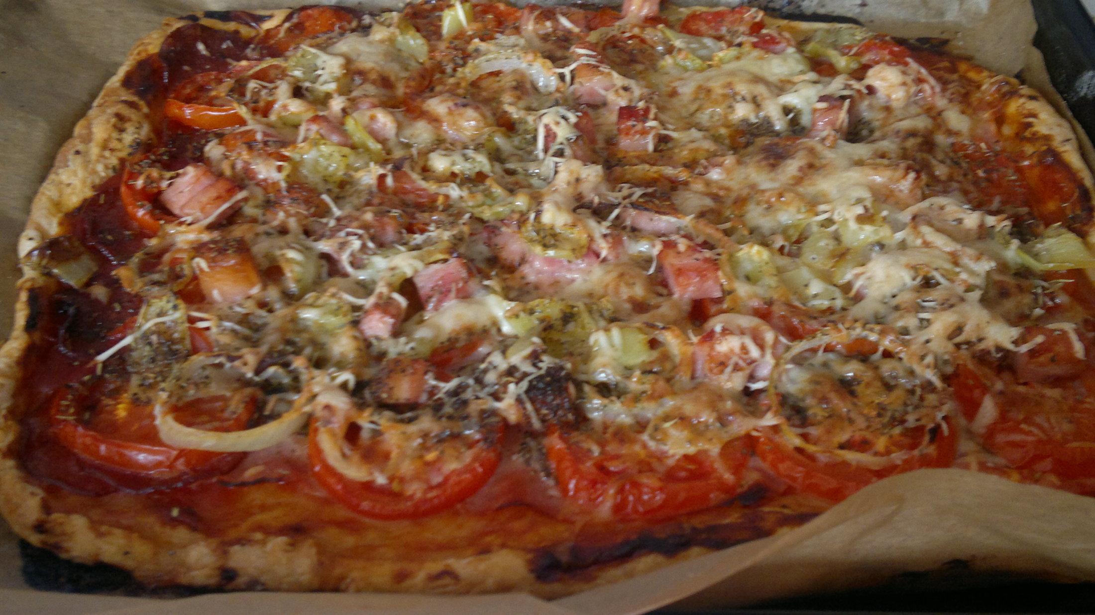 Recept Pizza z listového těsta - Pizza co dům dá hotová...