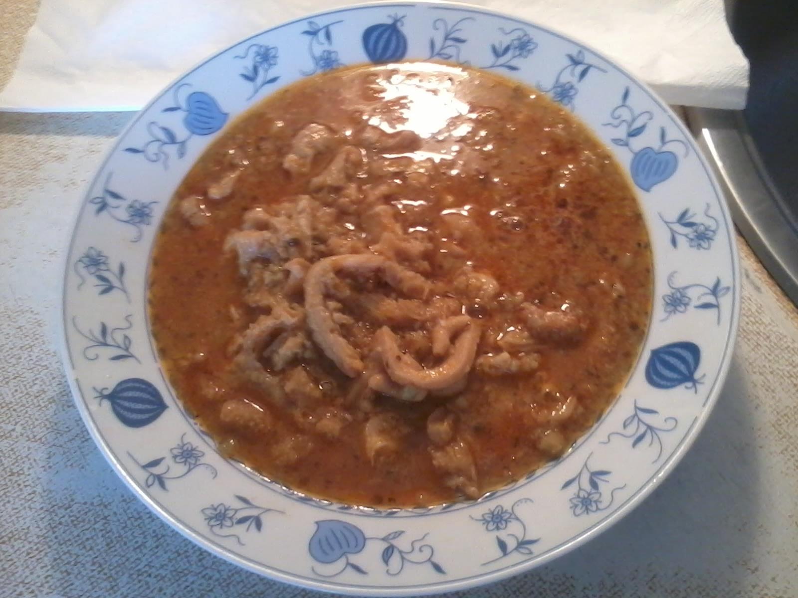Recept Babiččina dršťková polévka - Držťková polévka, jako od babičky-veškeré ingredience podle Vašeho receptu. (pravý vývar,zahuštěno moukou polohrubou a přidána 1 feferonka ). Pikantní a vynikající - přeji dobrou chuť.
