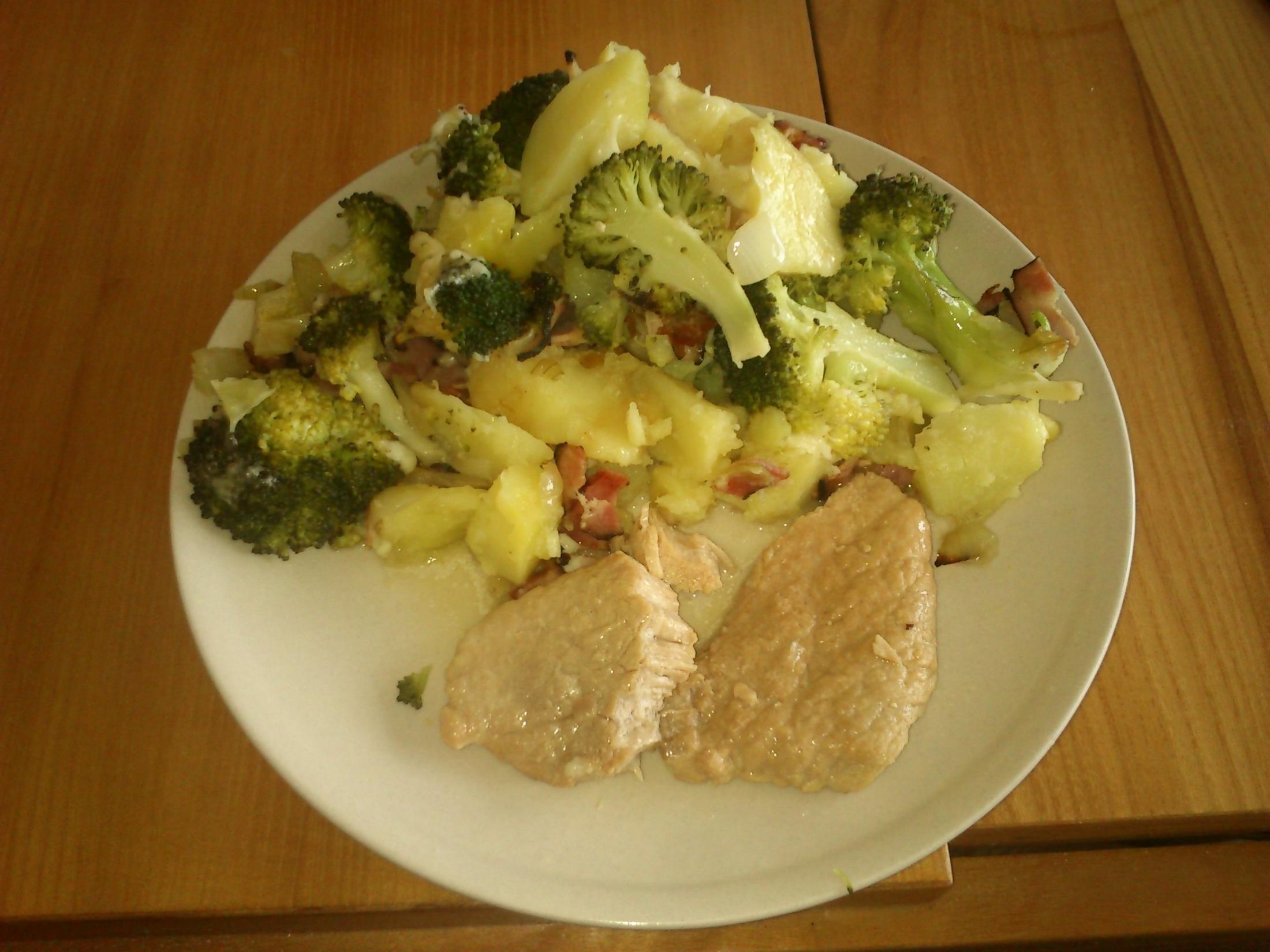 Zapečené brambory s mletým masem a brokolicí