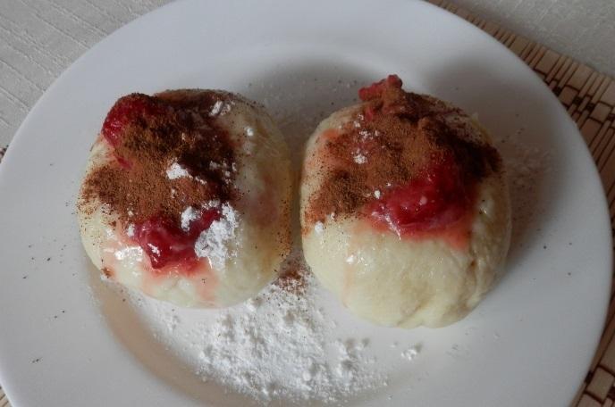 Recept Ovocné kynuté knedlíky bez vážení - Kynuté knedlíky s jahodami