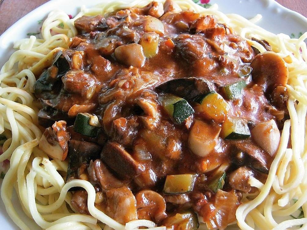 Mleté maso na zelenině z wok pánve