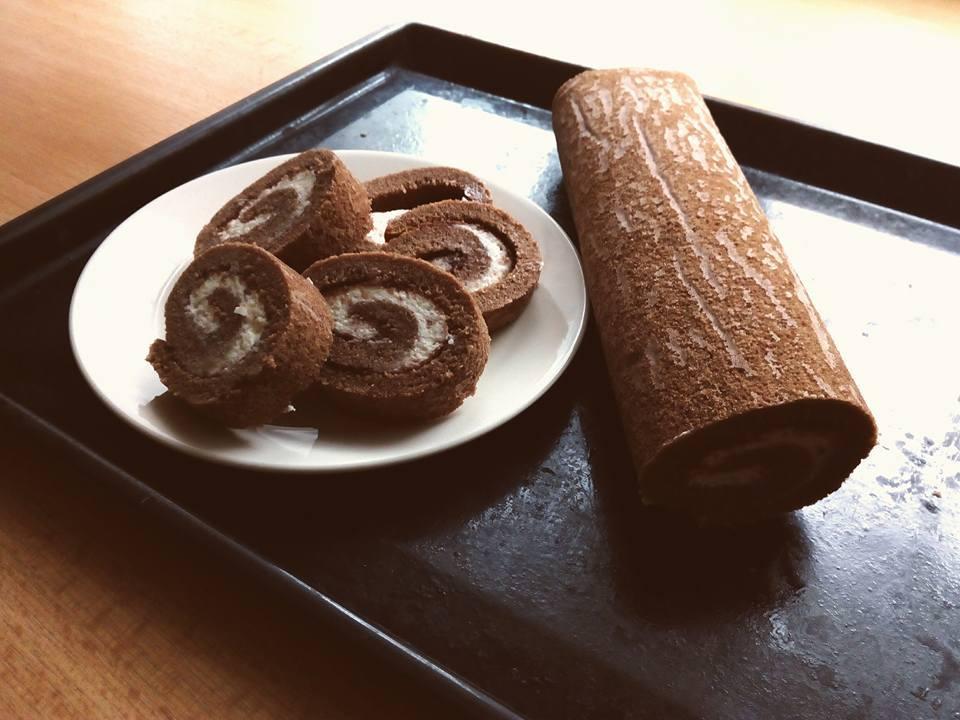 Recept Čokoládová roláda s krémem z mascarpone - Skvělé! Čokoládová roláda s krémem z mascarpone