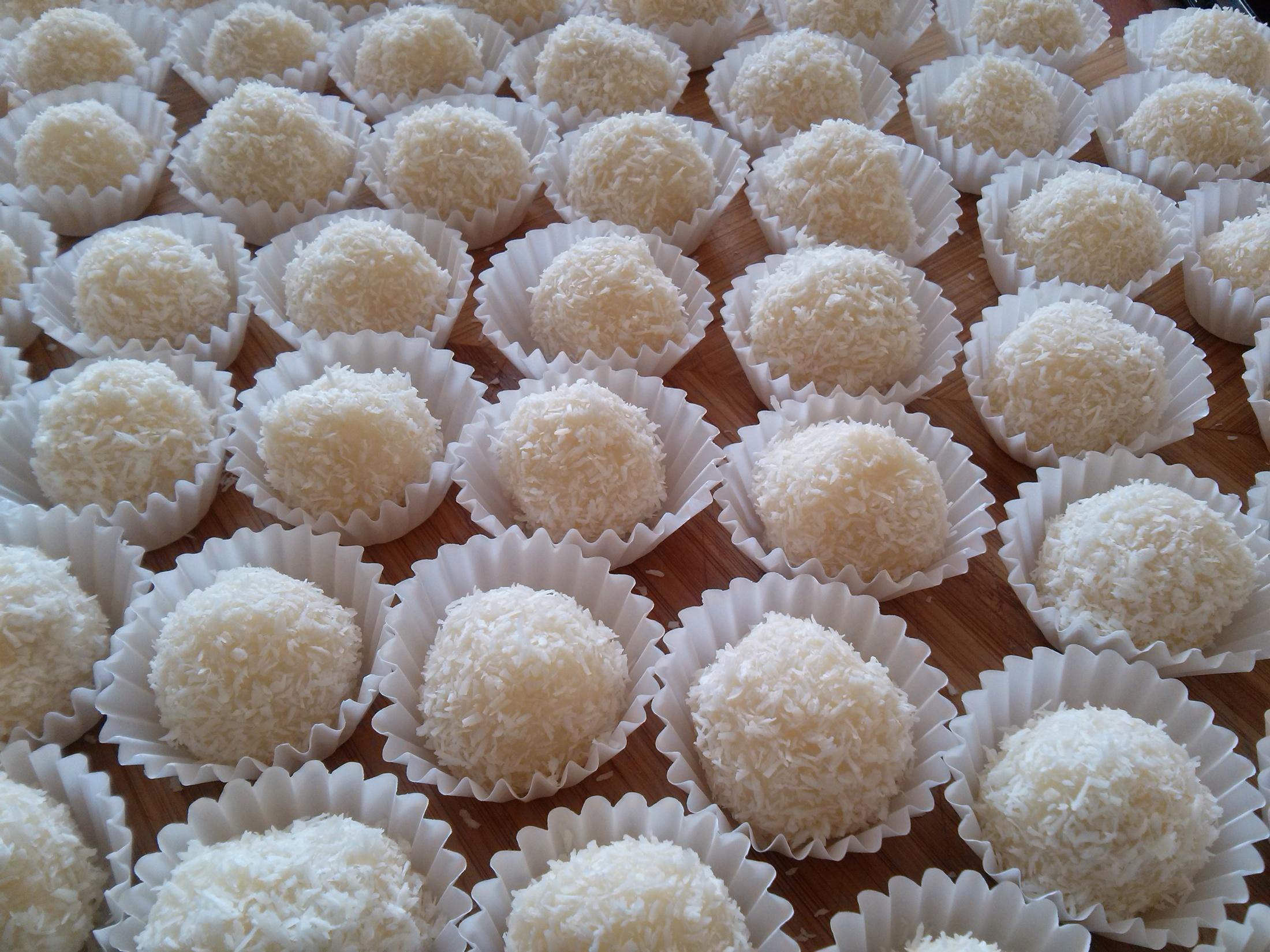 Recept Rafaelo se salkem - hotové kuličky