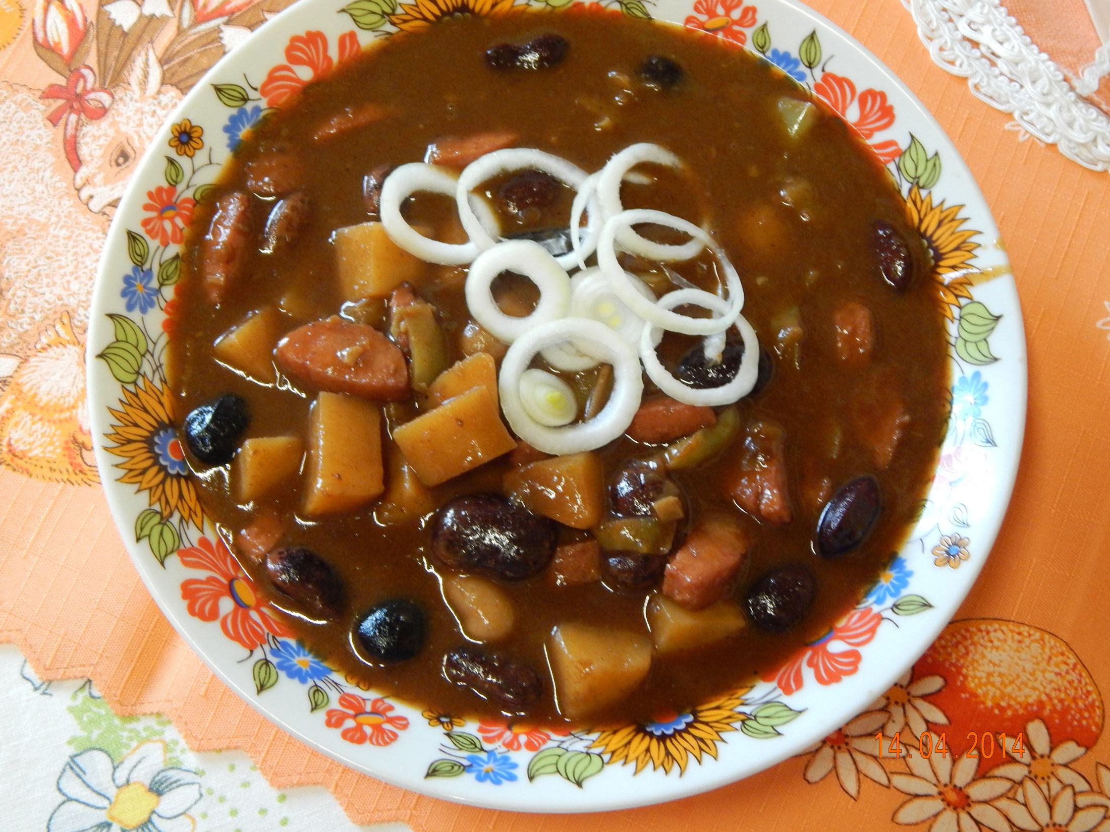 Ostrý fazolový guláš