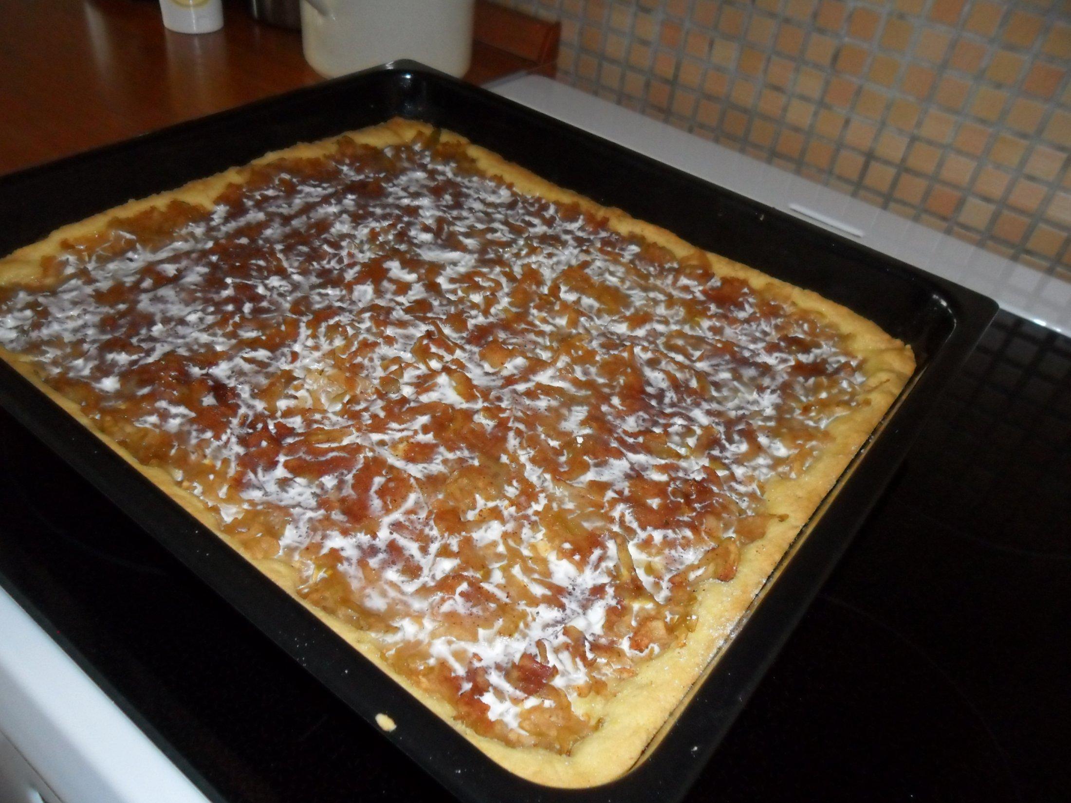 Jablkový koláč se šlehačkou
