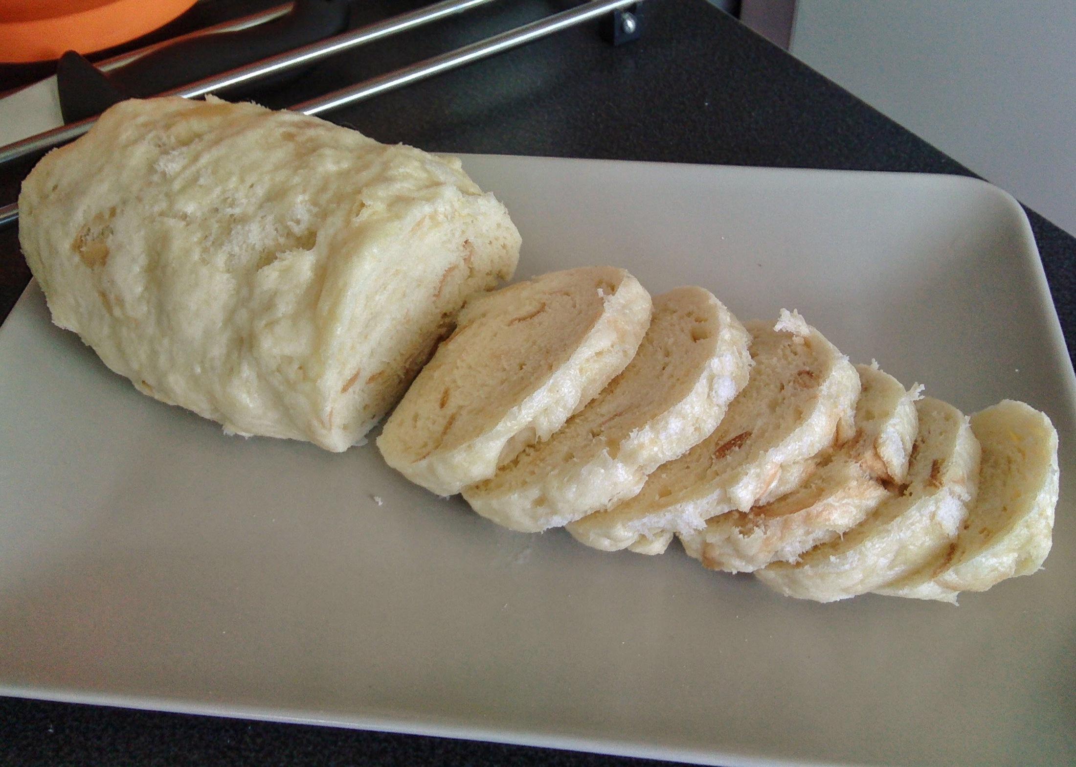 Recept Houskový knedlík naší babičky - Uvařený knedlík