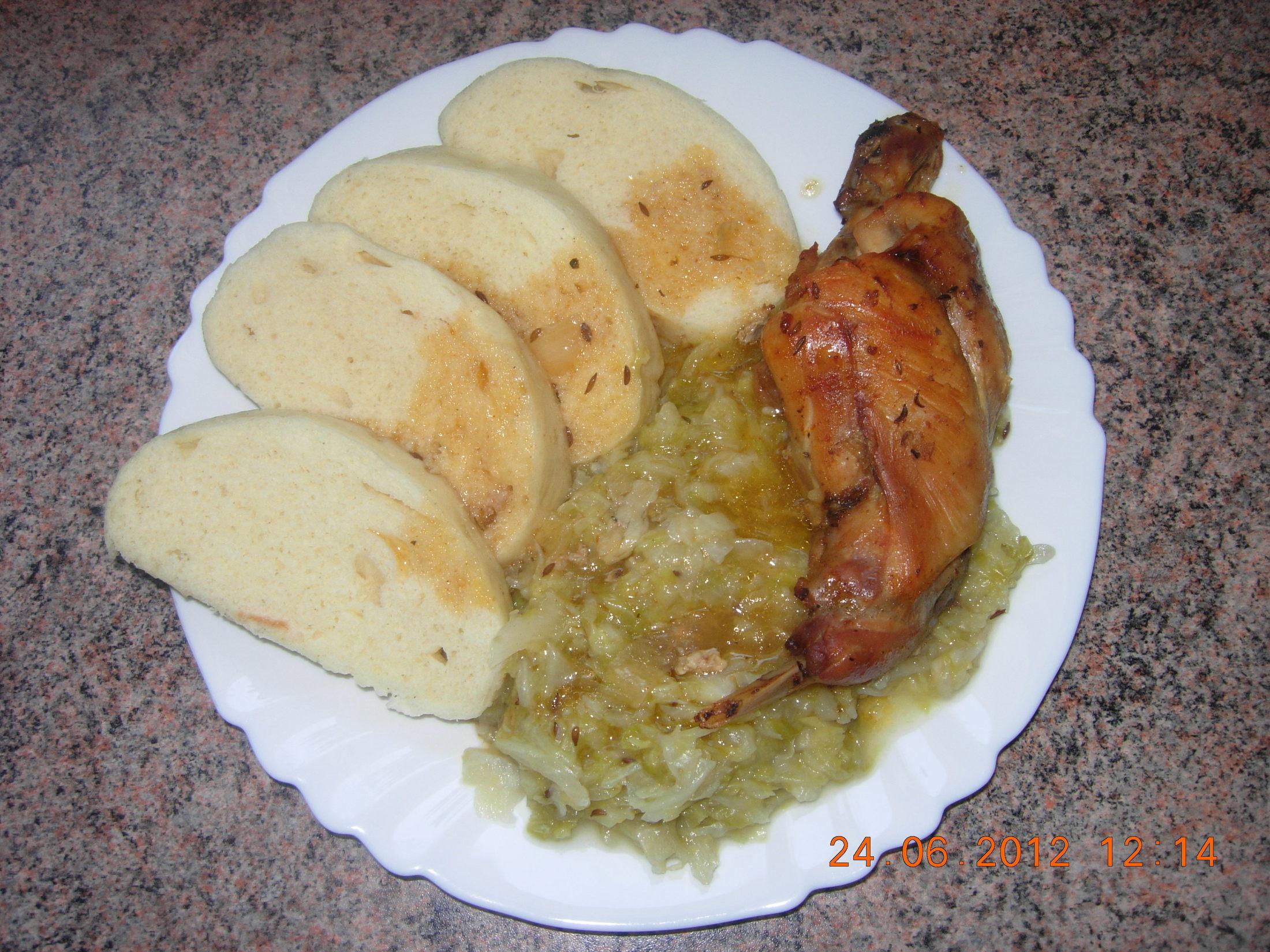 Recept Tradiční pečený králík - Tradiční pečený králík s knedlíkem a zelíčkem.