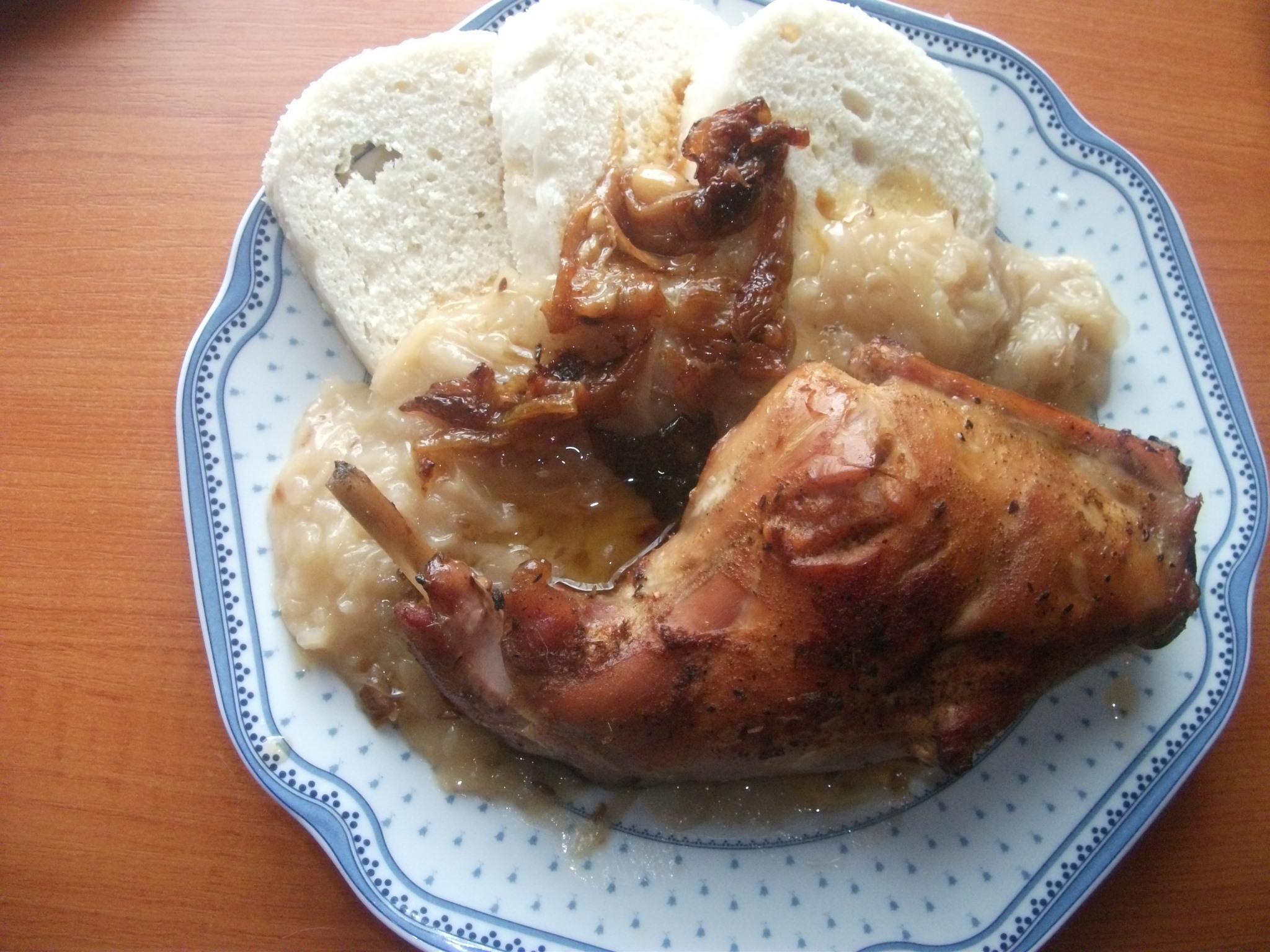Recept Tradiční pečený králík - Pečený králík s knedlíkem a se zelím