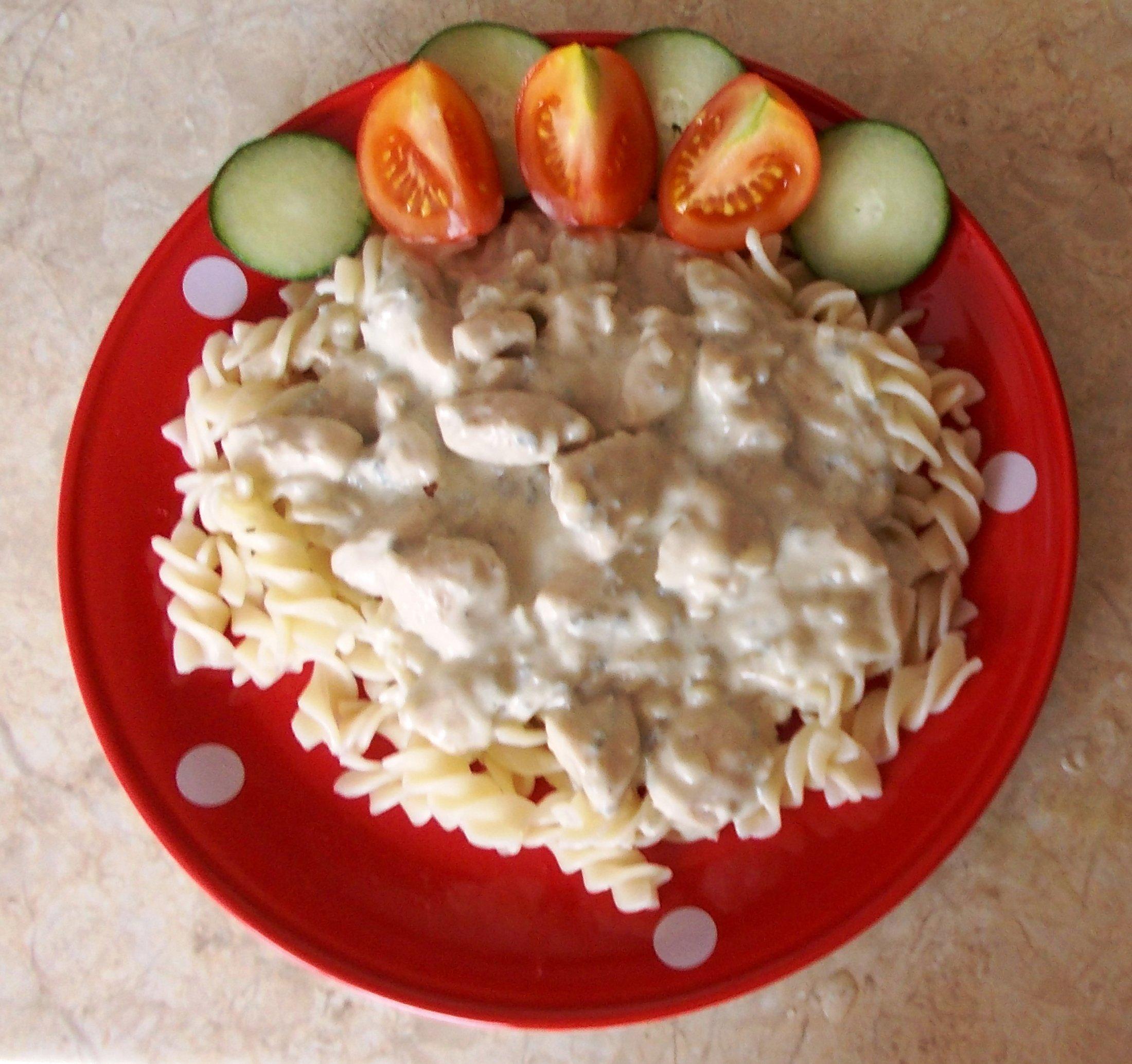 Fotografie receptu: Sýrová omáčka s kuřecím masem