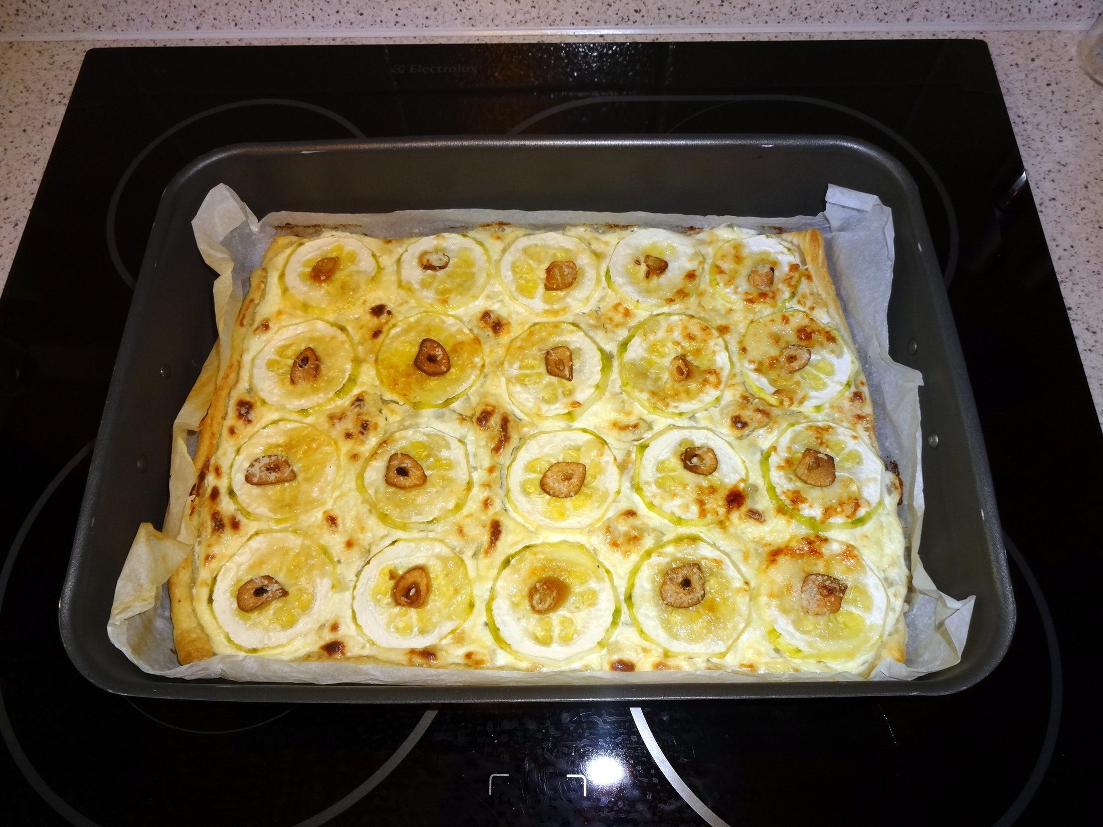 Recept Cuketový koláč z listového těsta - Cuketový koláč
