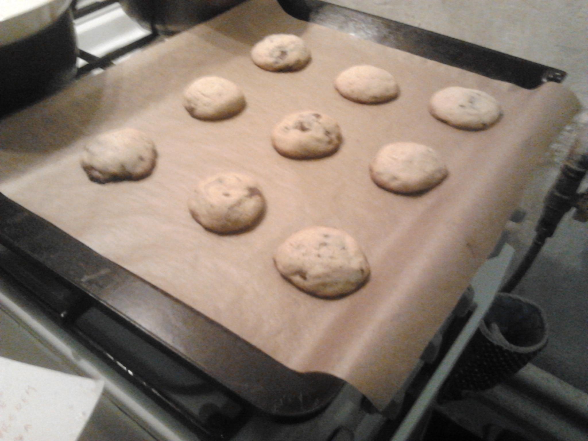 Recept Americké čokoládové cookies - Sušenky celé rodině i známým chutnali a brali si na ně recept. Takže doporučuji!