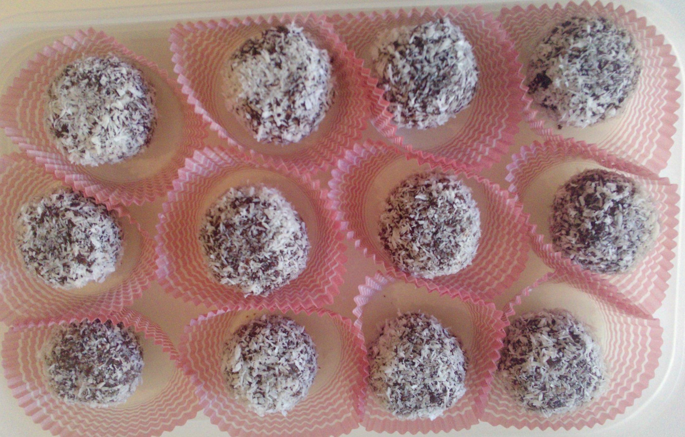 Recept Rumové kuličky v kokosu - Rumové kuličky v kokosu