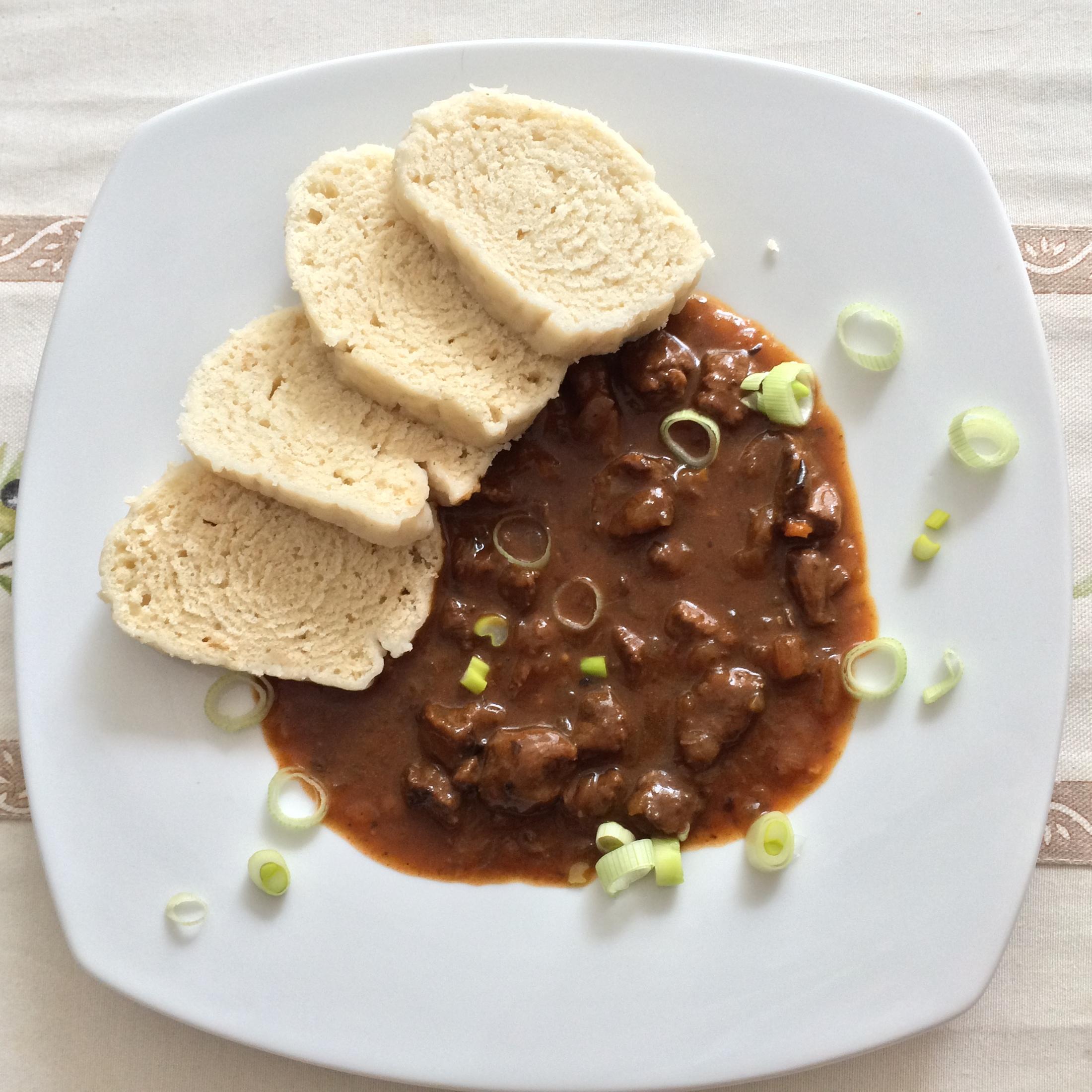 Recept Guláš z jeleního masa - Guláš z jeleního masa s domácím knedlíkem