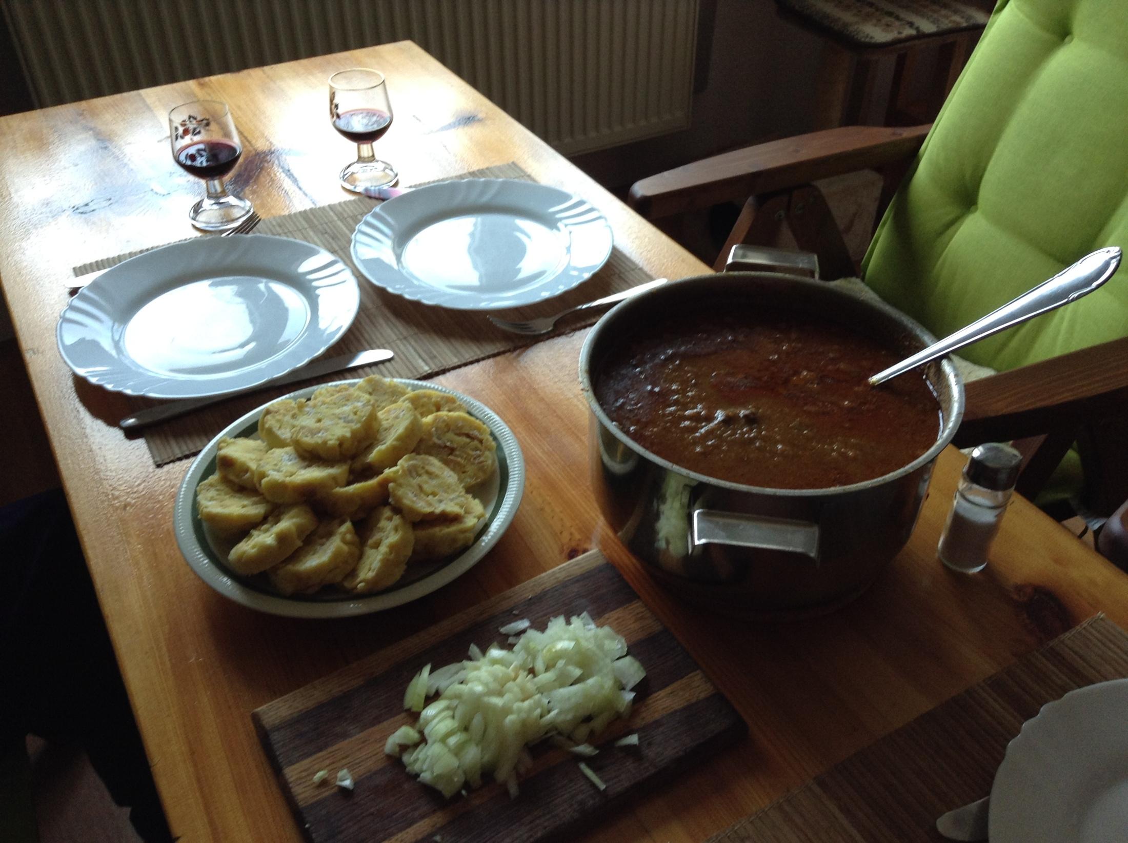 Recept Kančí gulášek - Vytoužený výsledek: Kančí guláš s hrnkovými knedlíky