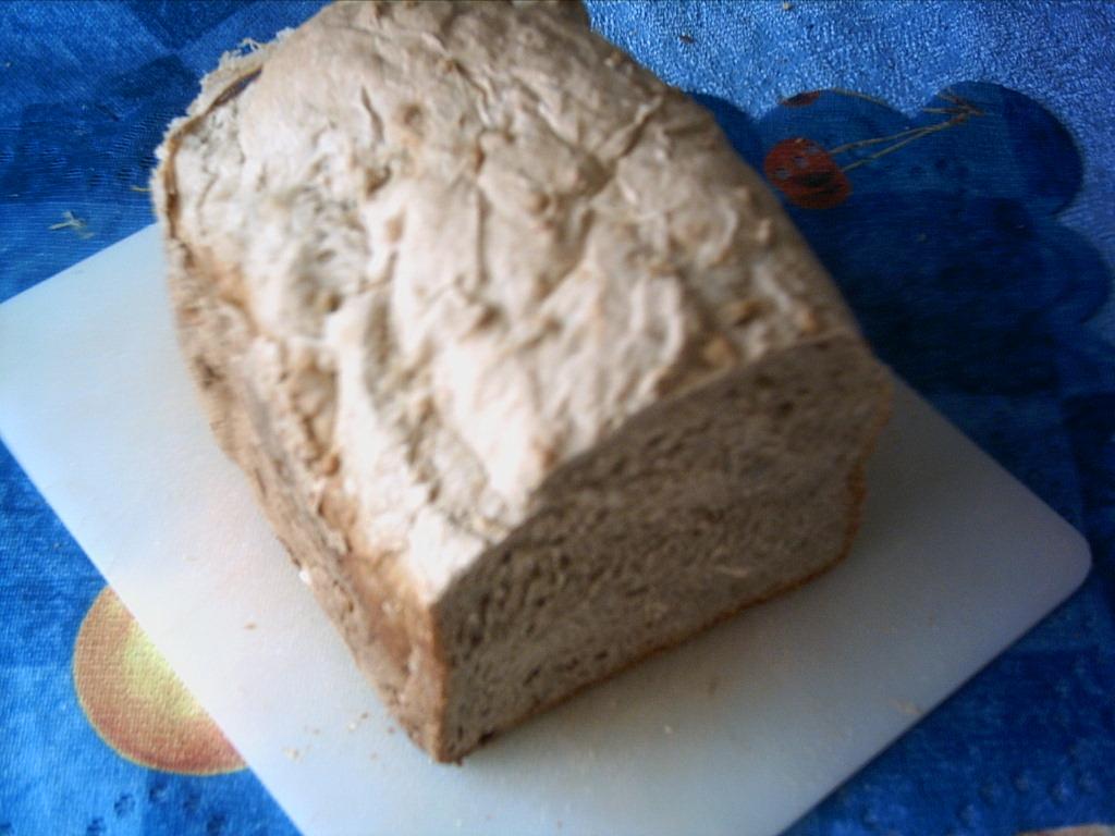 Chléb z domácí pekárny se zakysanou smetanou