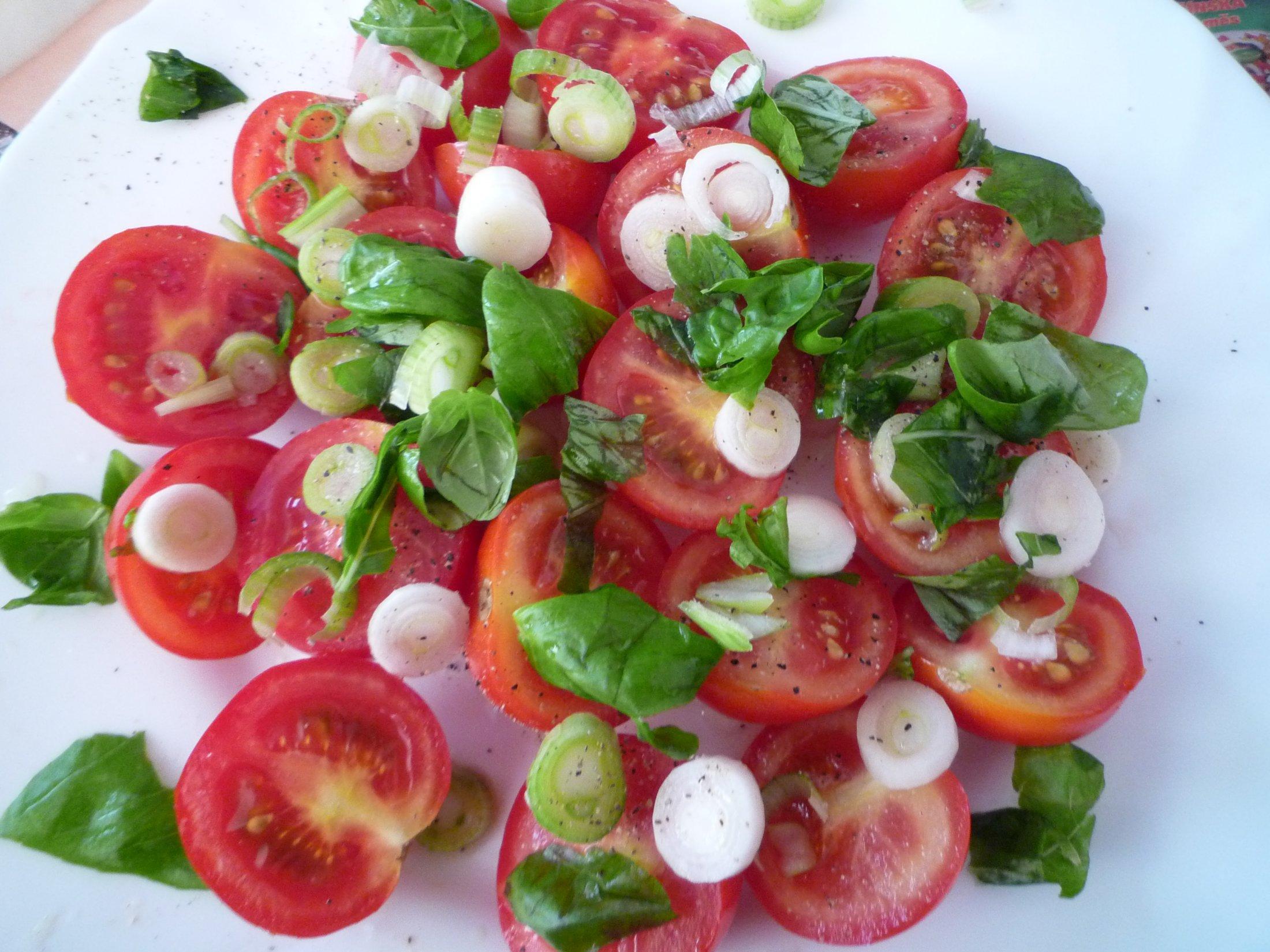 Fotografie receptu: Rajčata s mozzarellou a bazalkou