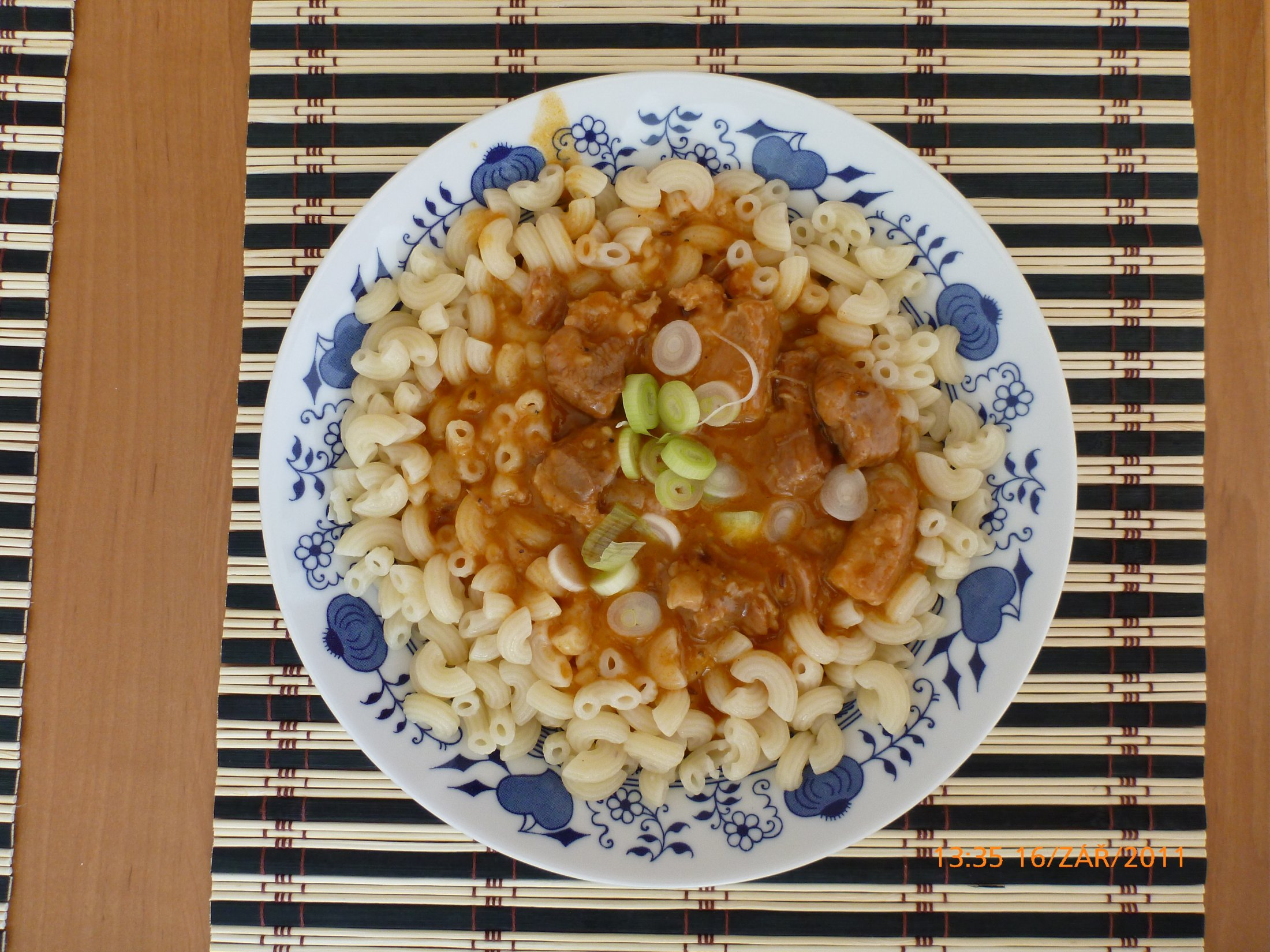 Recept Vepřový gulášek - Výborný gulášek i s těstovinami.