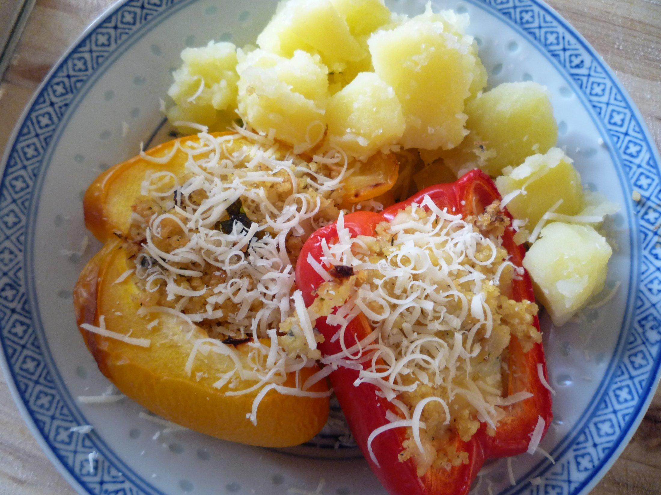 Recept Zapečené papriky s jáhlovou nádivkou - u nas v tomto pripade radsej so zemiakmi :)
