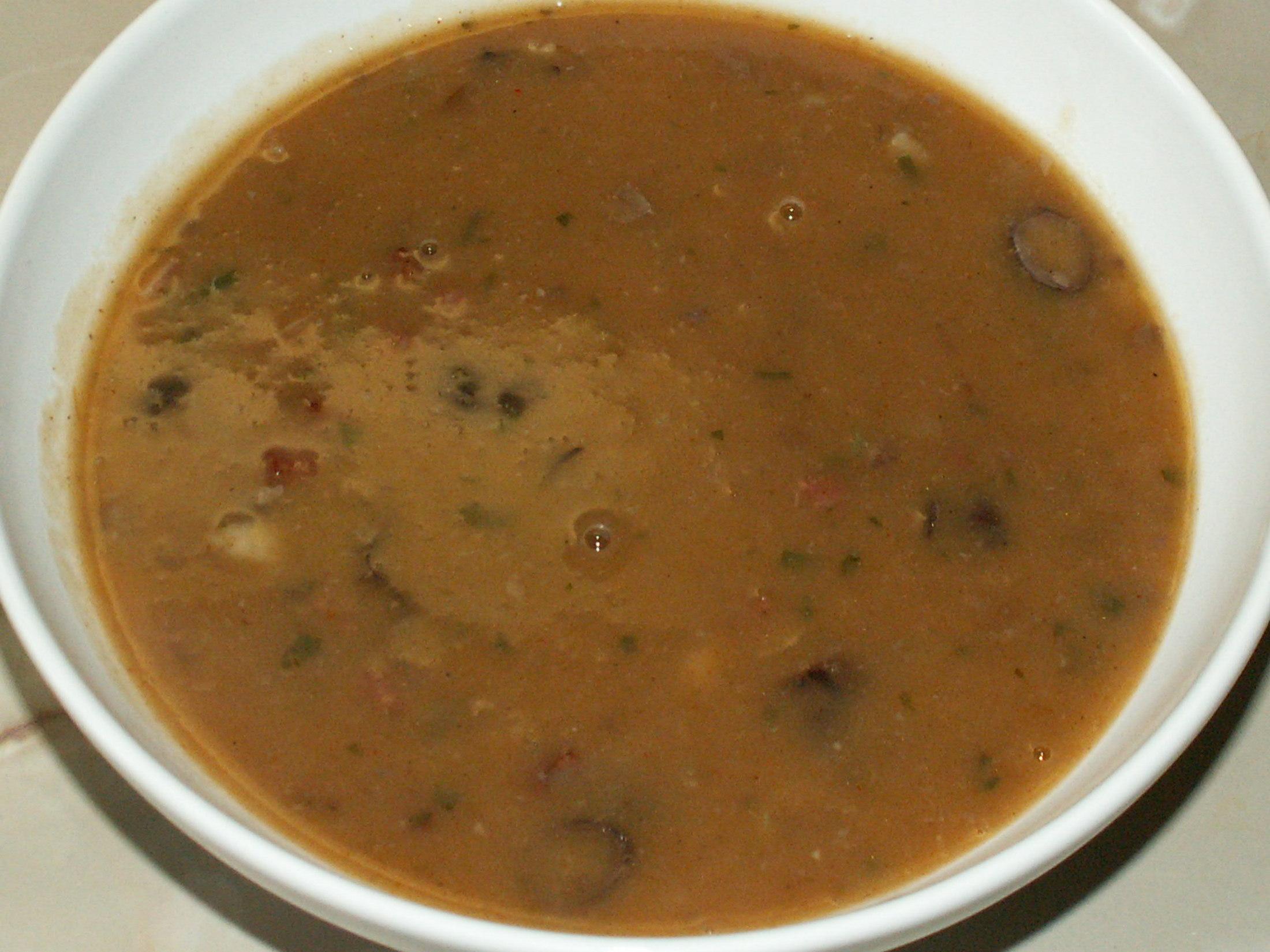Fazolová polévka se špekáčkem