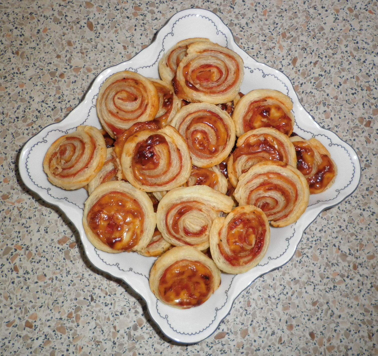 Recept Pizza šneci - Šneci od Lenky :)